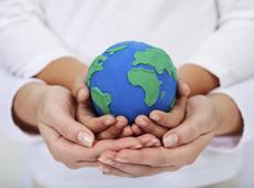 Milieu, handen houden wereld vast